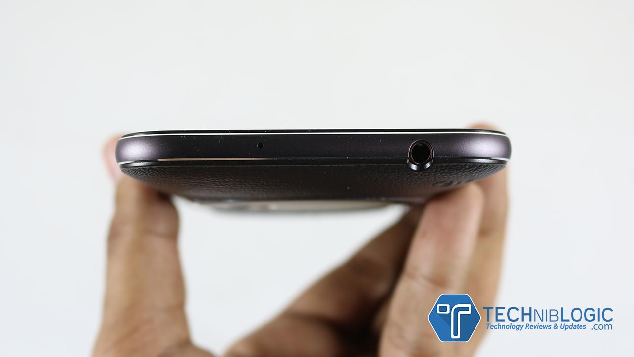 Asus-Zenfone-Zoom-top-headphone-slot