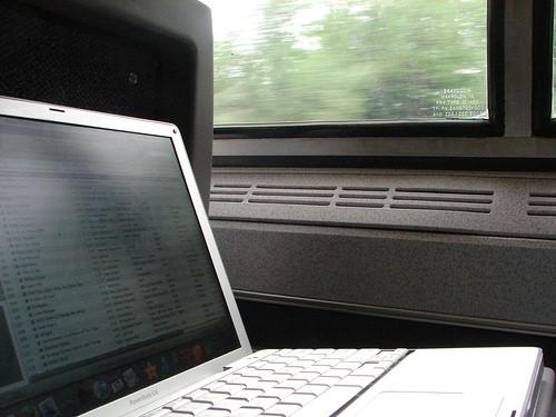 my laptopn on train - techniblogic