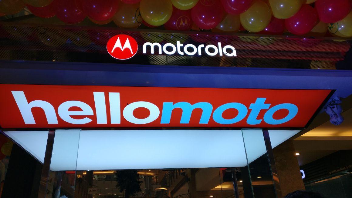 Motorola goes offline, opens Motohub Stores in India