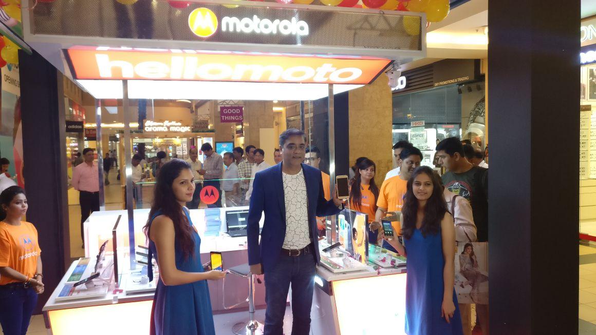 Motorola goes offline, opens Motohub Stores in India 1