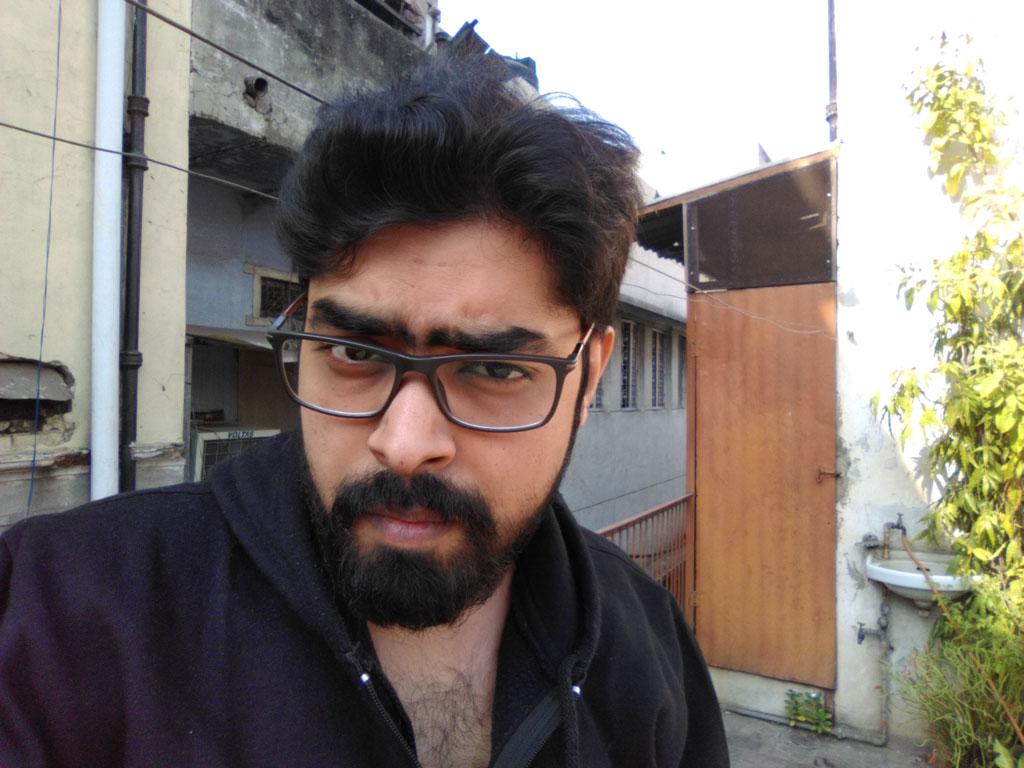 Centric-A1-Front-camera-Day-Light1-Nishith-Gupta-Techniblogic