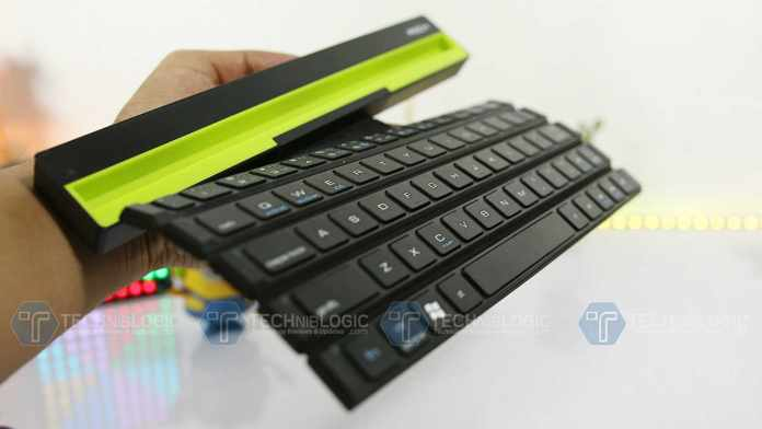 Rollable BT Wireless Keyboard with an Intelligent Magnetic Switch for Smartphone and Tablet