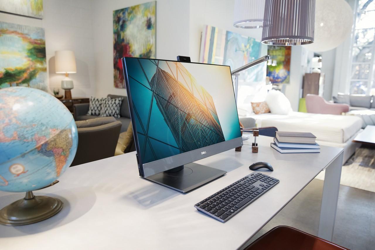 OptiPlex 7760 on desk