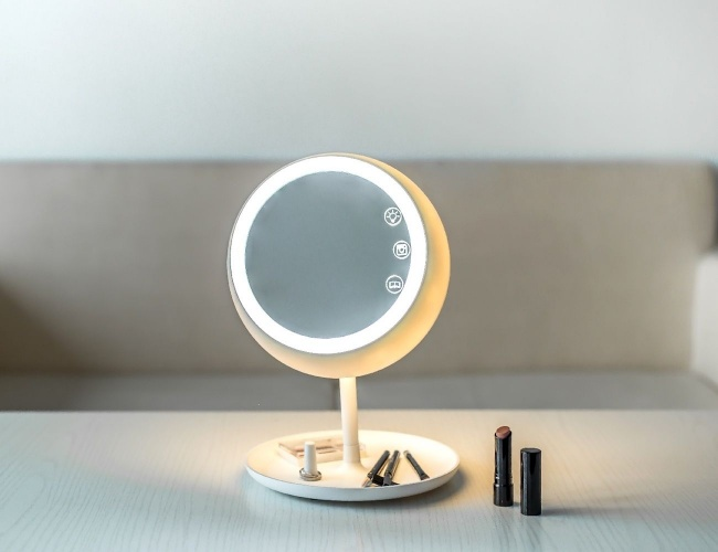 JUNO — an intelligent makeup mirror