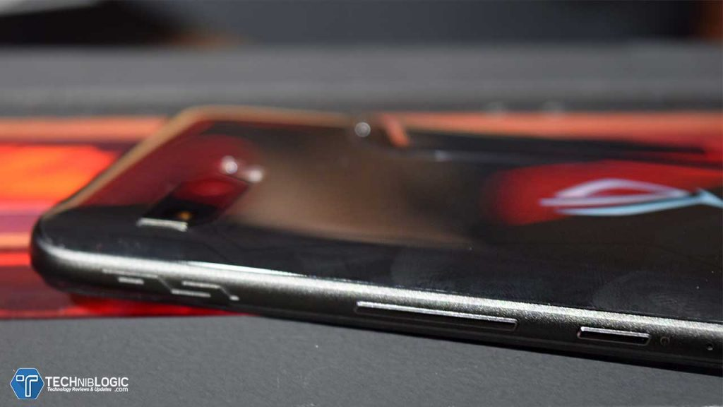 Asus ROG Phone 2 First Impressions : 8 FEATURES That Every GAMER 🎮 will LOVE❤️! 1